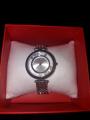 Красивые серебристые часы