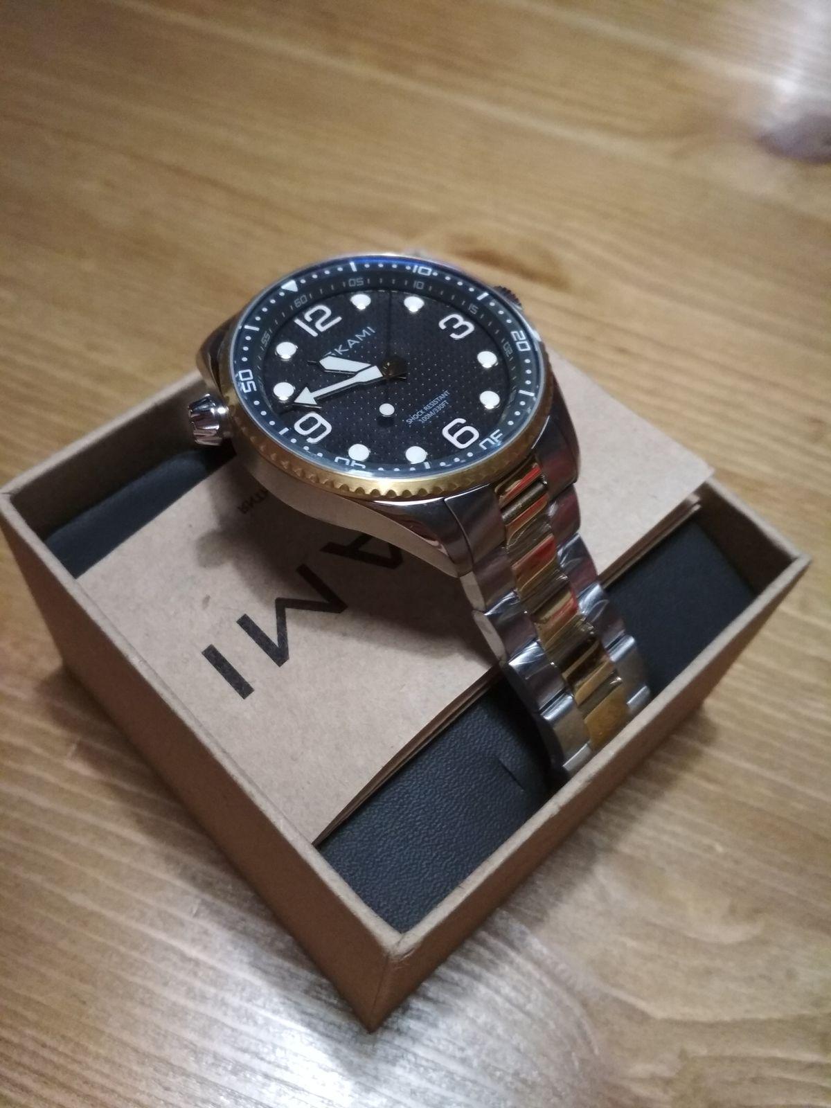 Часы для мужчины. На железном ремешке, очень элегантные. Мужчина доволен)))