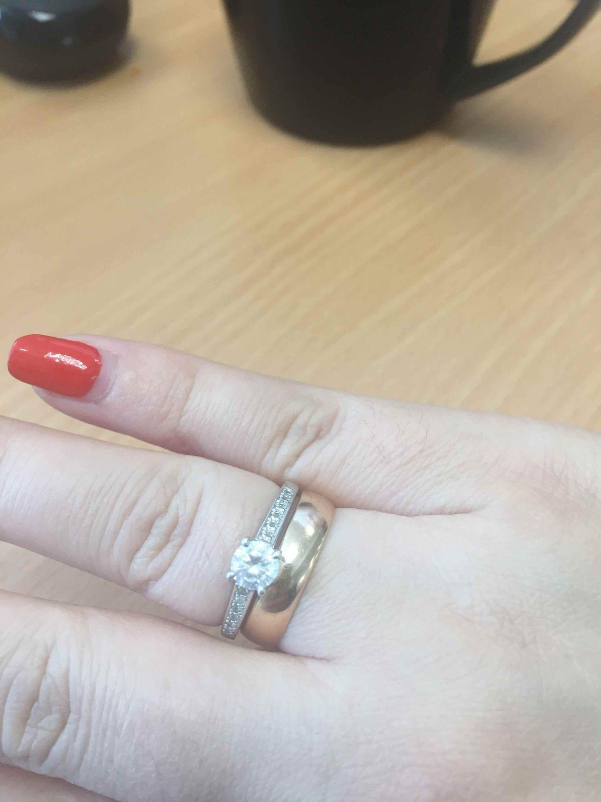 Красивое колечко на безымянный палец