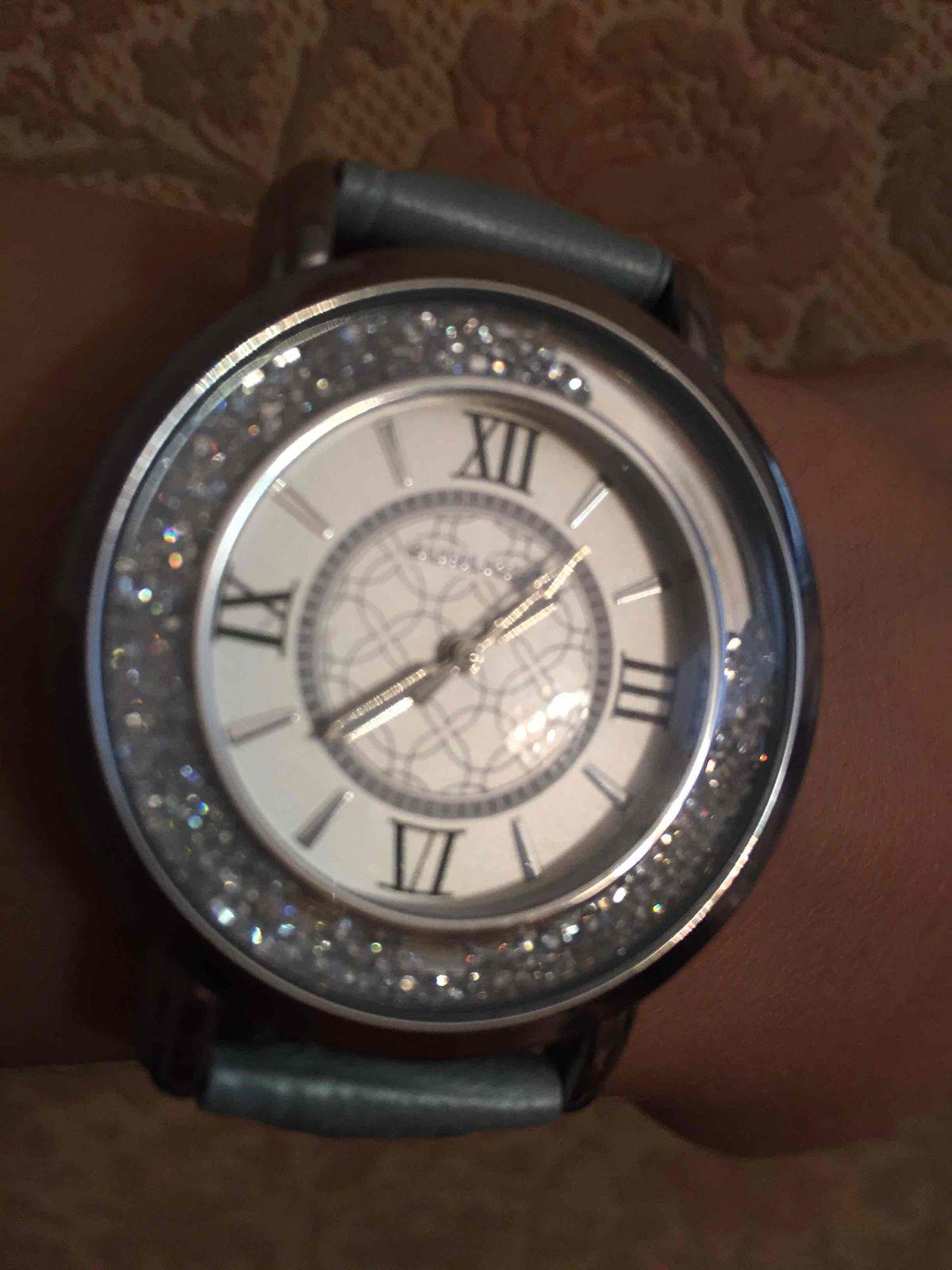 Часы с кристаллами на ремешке