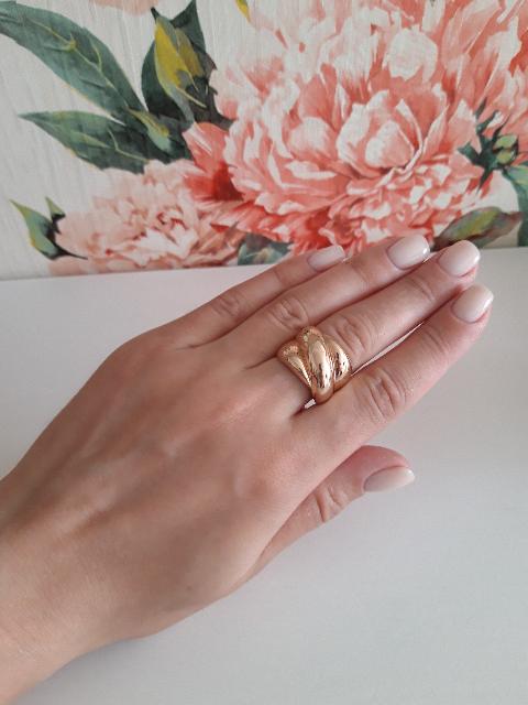 Объёмное золотое кольцо