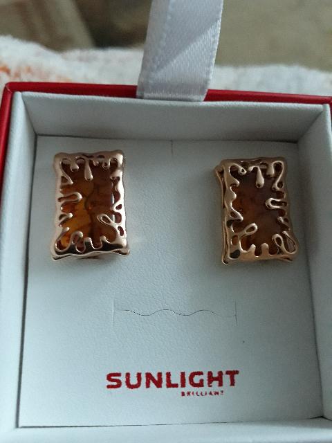 Прекрасные серебрянные серьги с янтарем.Подарок себе любимой к Новому году.