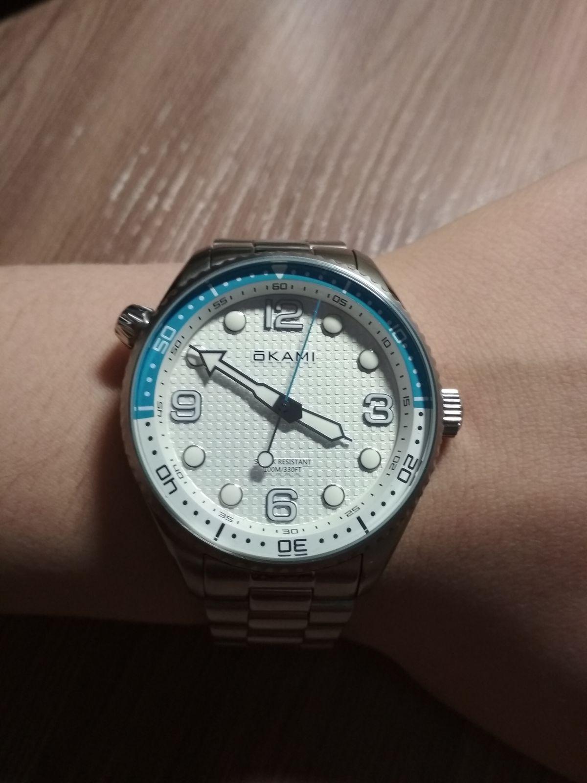 Часы отличные, покупал для себя, но руке смотрятся отлично