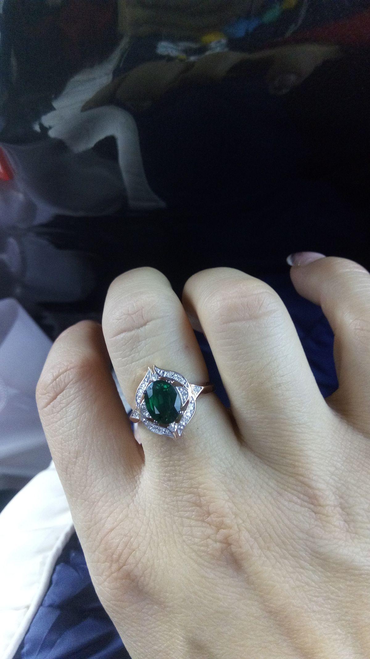 Кольцо с изумрудом и бриллиантами!!!
