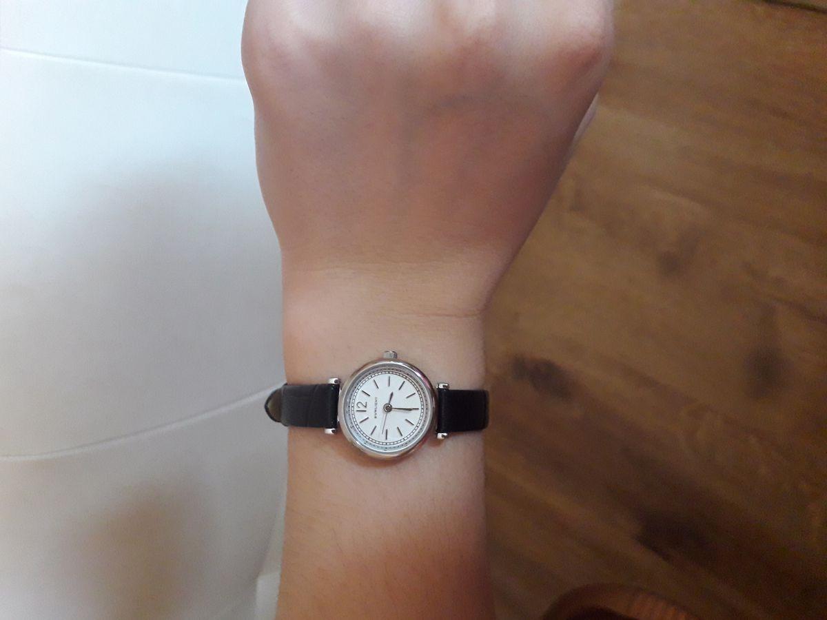 Классические часы на кожаном черном ремне