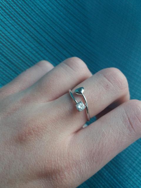 Серебряное кольцо с фианитами прекрасно