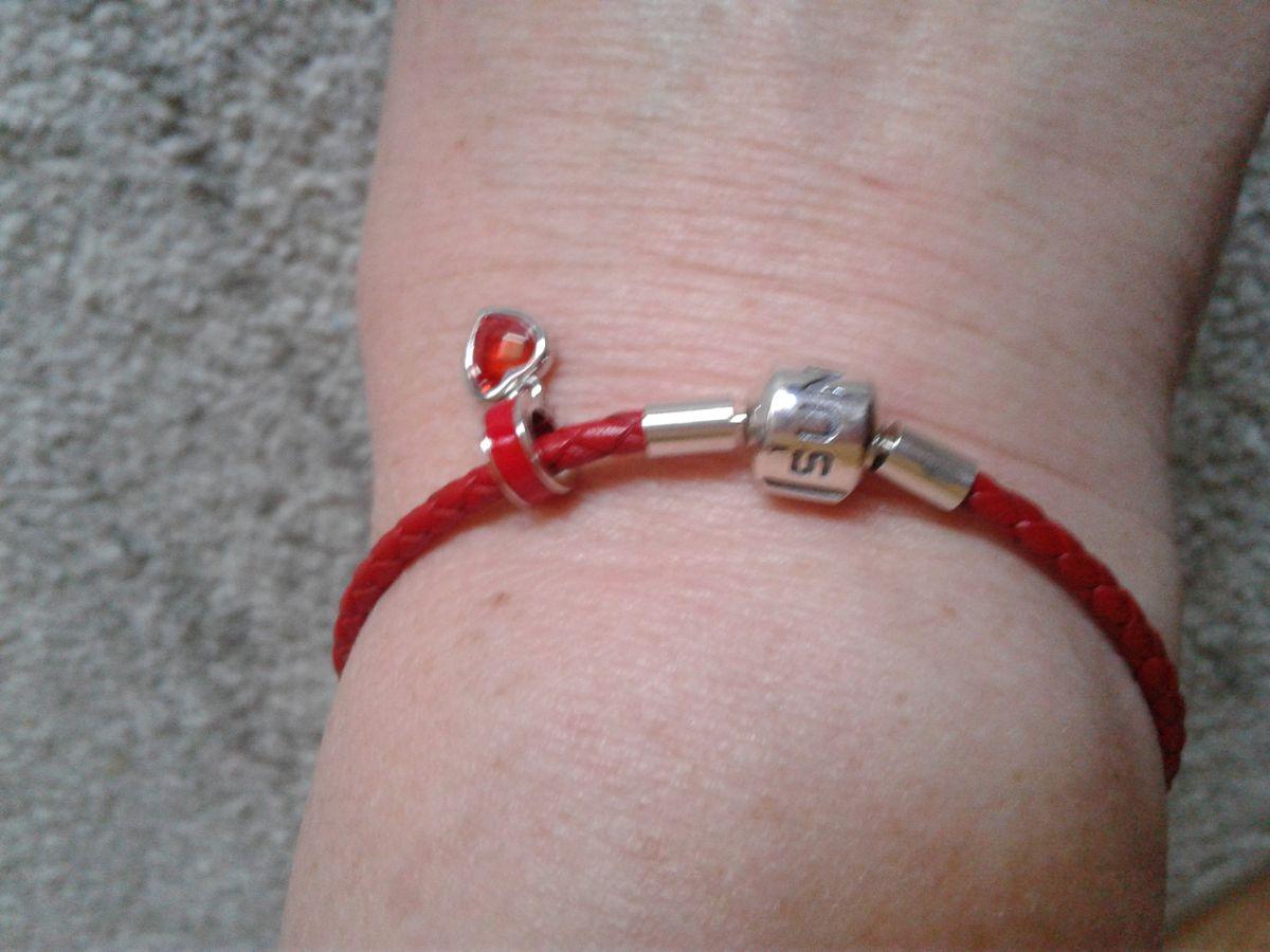 Красный серебряный браслет