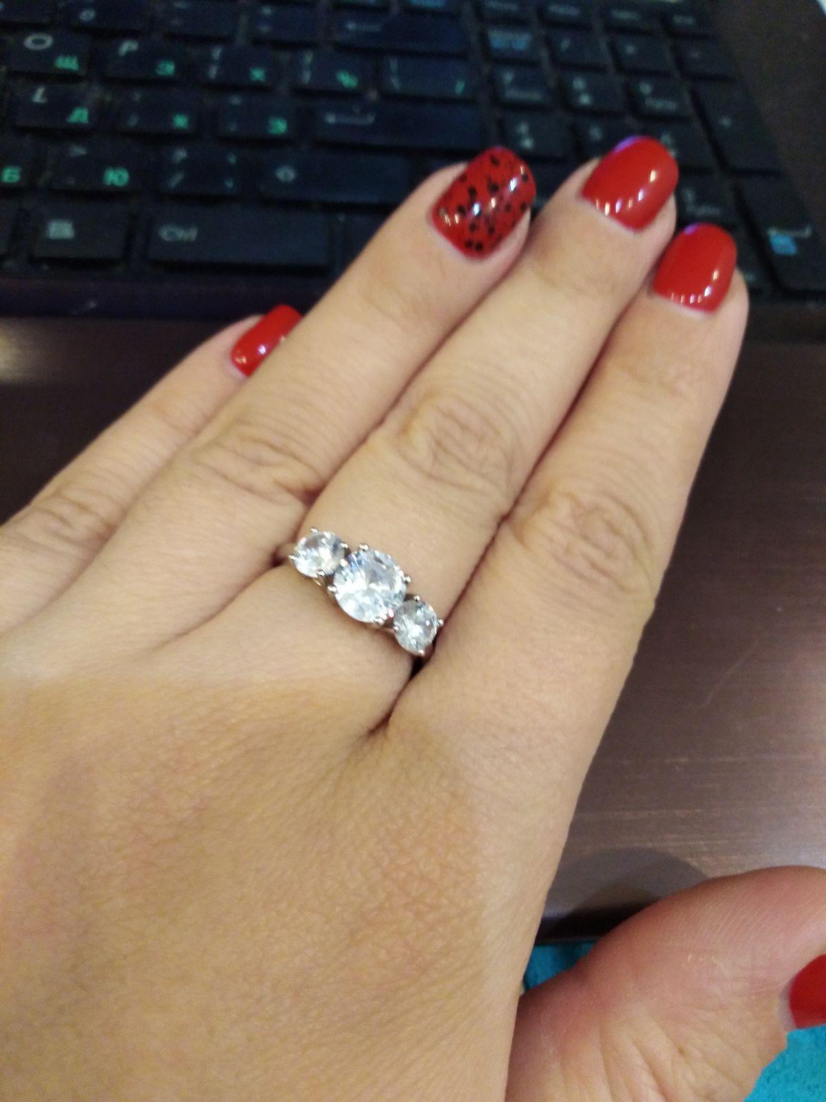 Купила это кольцо недавно, очень нравиться, ношу с удовольствием.