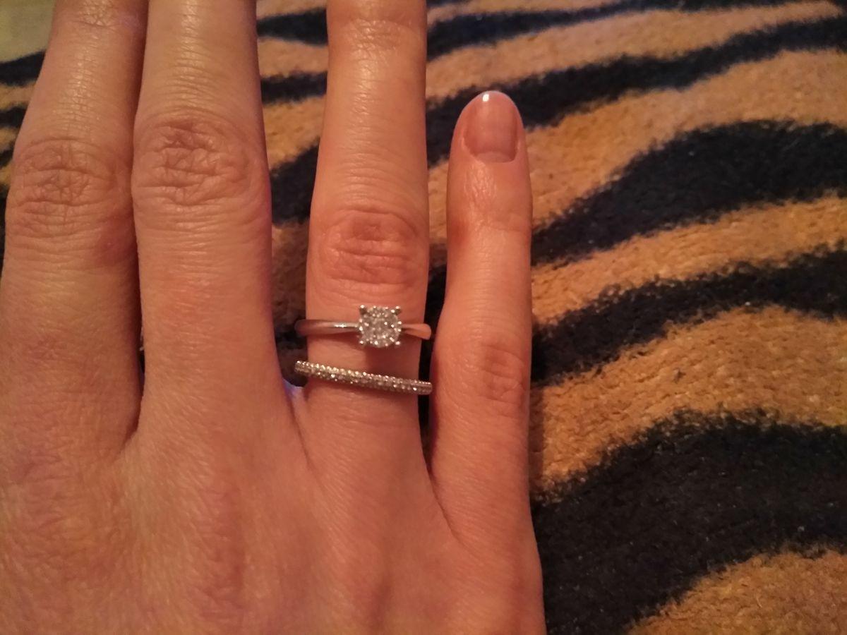 Отличное кольцо на помолвку.