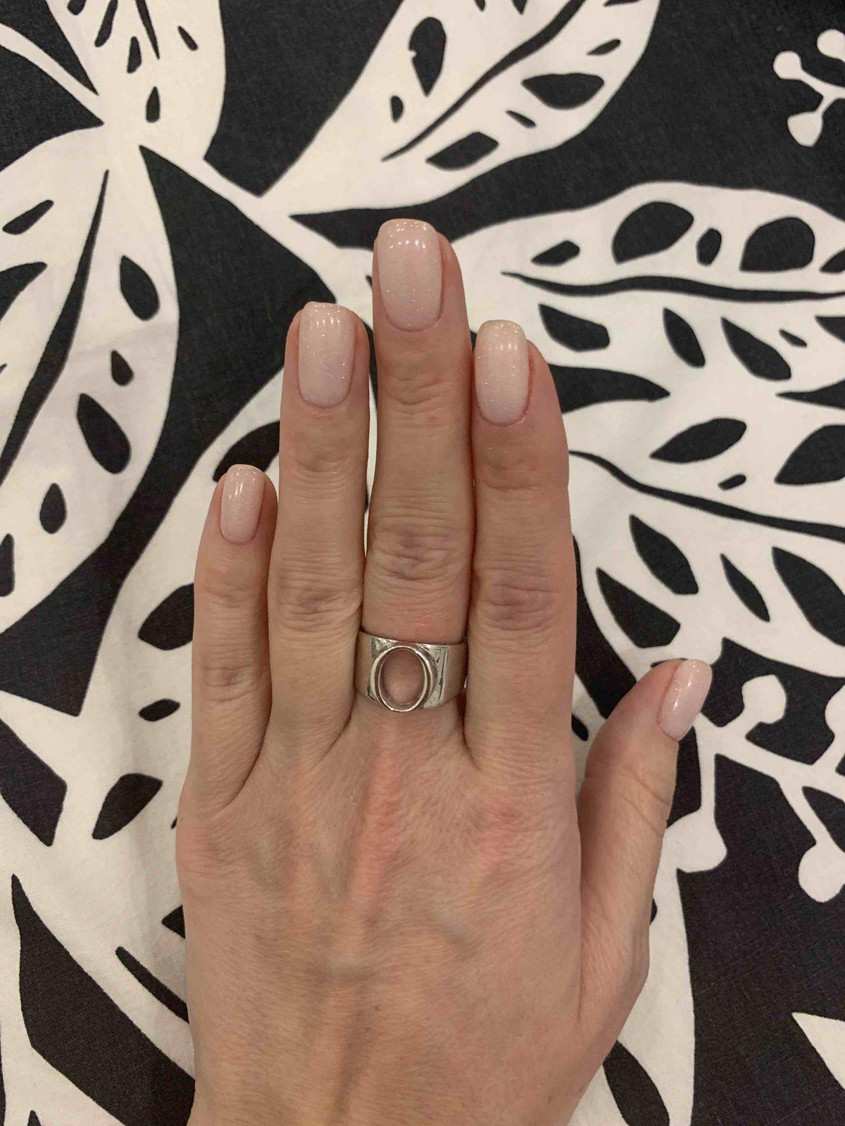 Кольцо с одной стороны простое, но в то же время и интересное.