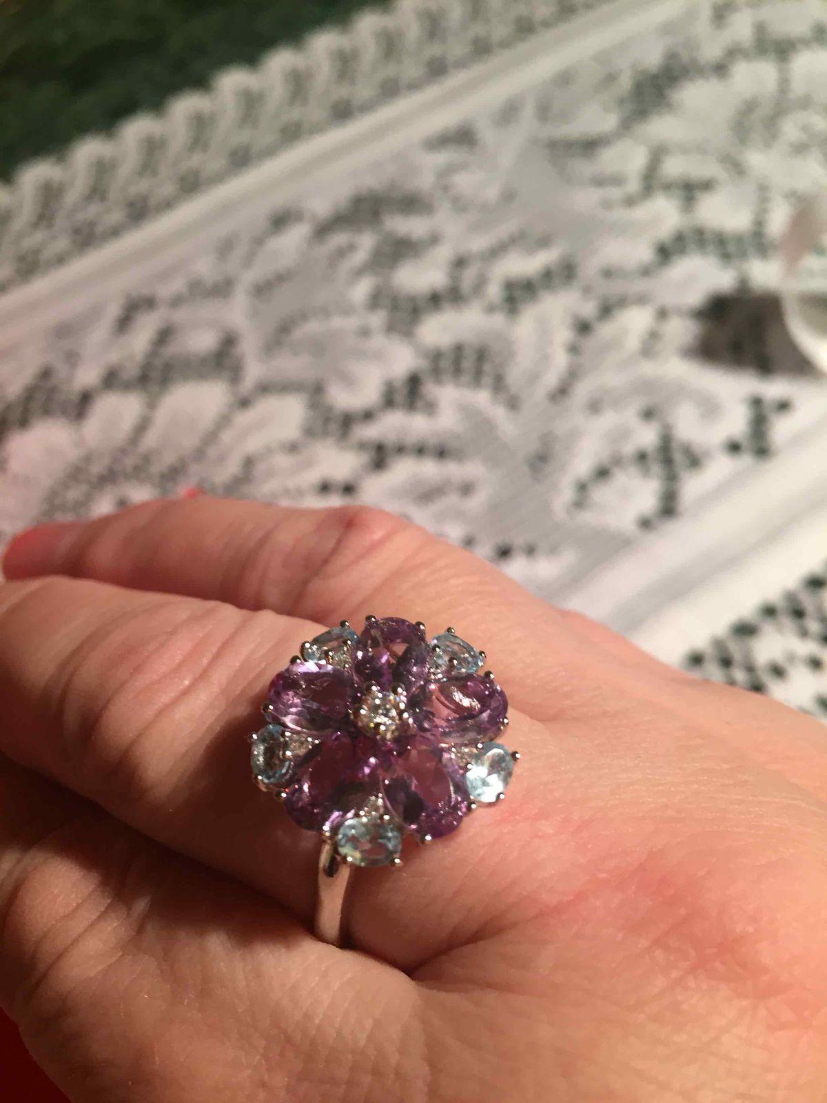 Серебряное кольцо с аметистами и топазами