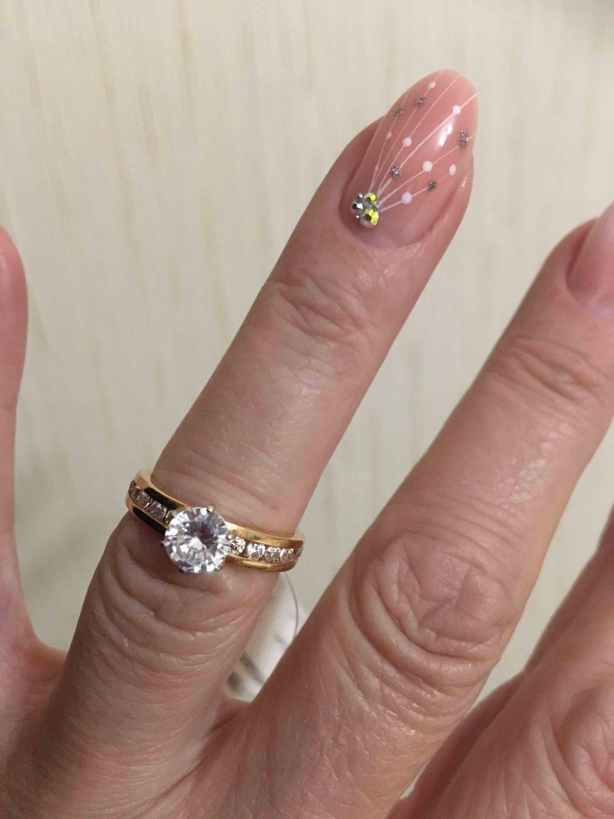 Кольцо золотое с фианитом.