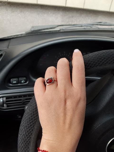 Кольцо очень красиво смотрится на руке