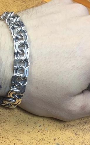 Красивый солилный мужской браслет