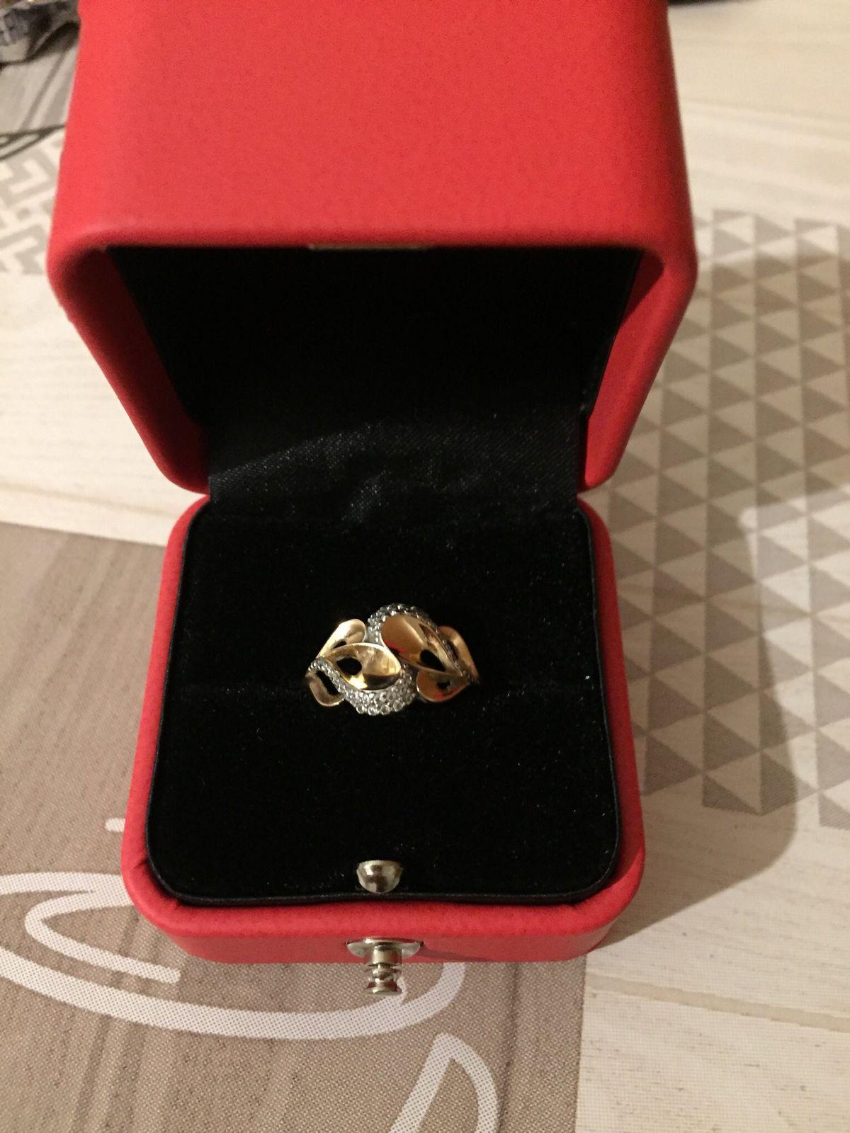 Очень нежное кольцо мне очень понравилось более нежно село на мои пальчики