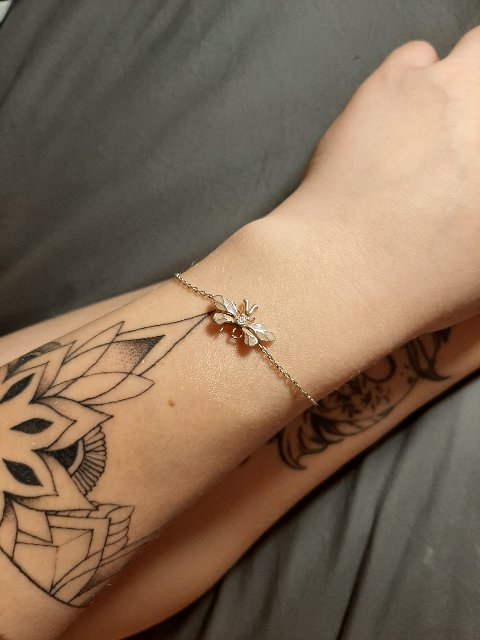 Милый и элегантный браслет
