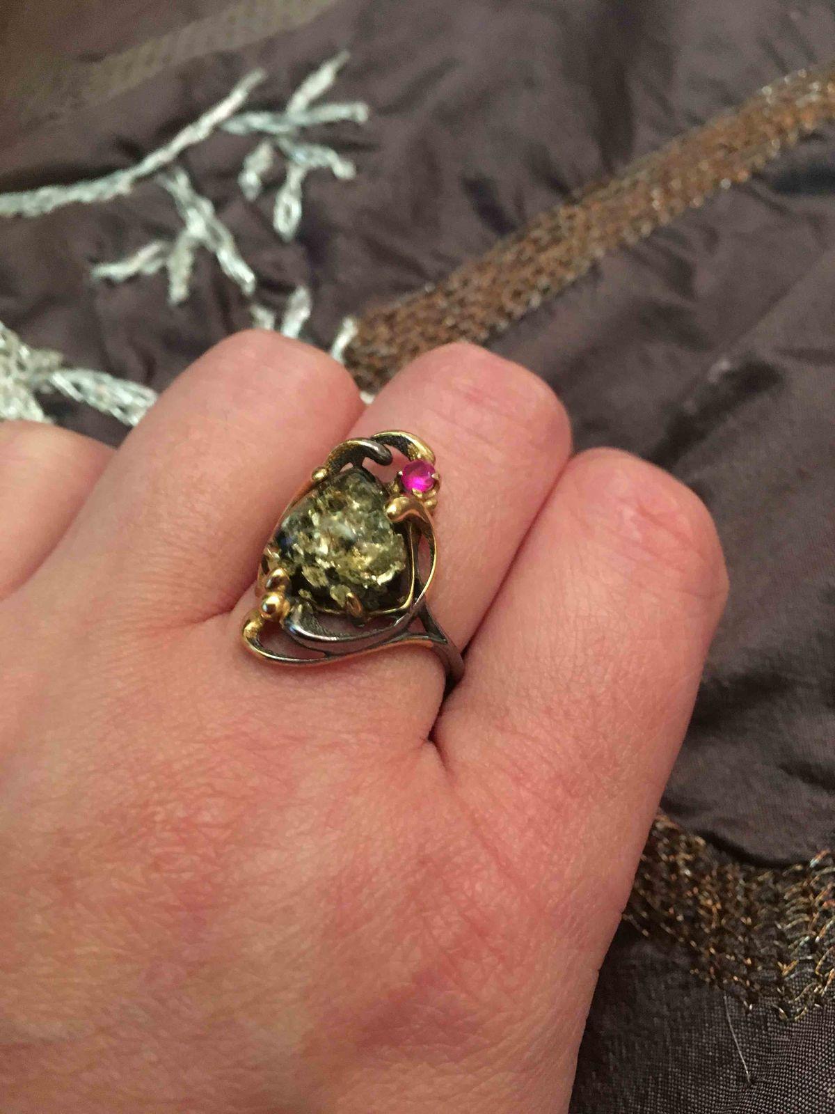 Серебряное кольцо с янтарем !