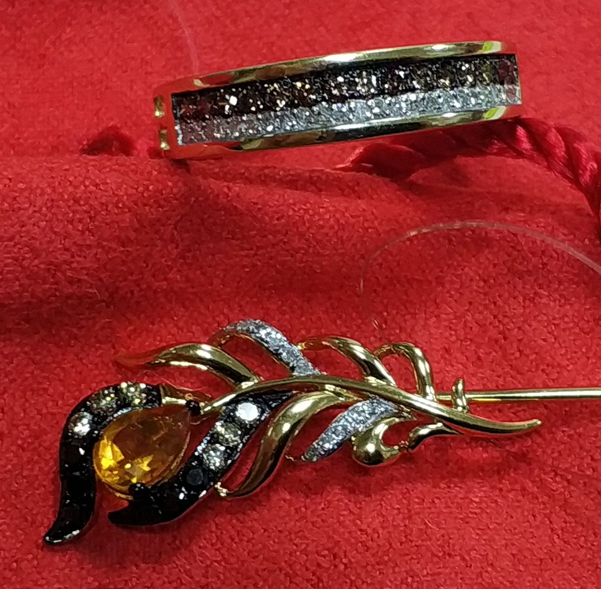 Золотая брошь с бриллиантами и цитрином