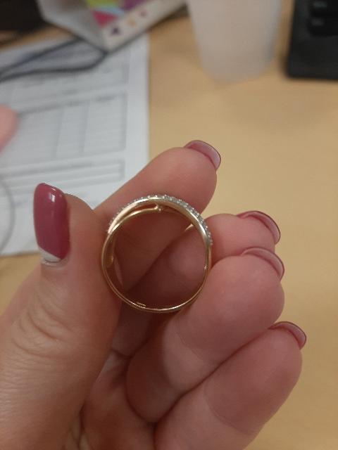Потрясающее кольцо с фианитами и позолотой