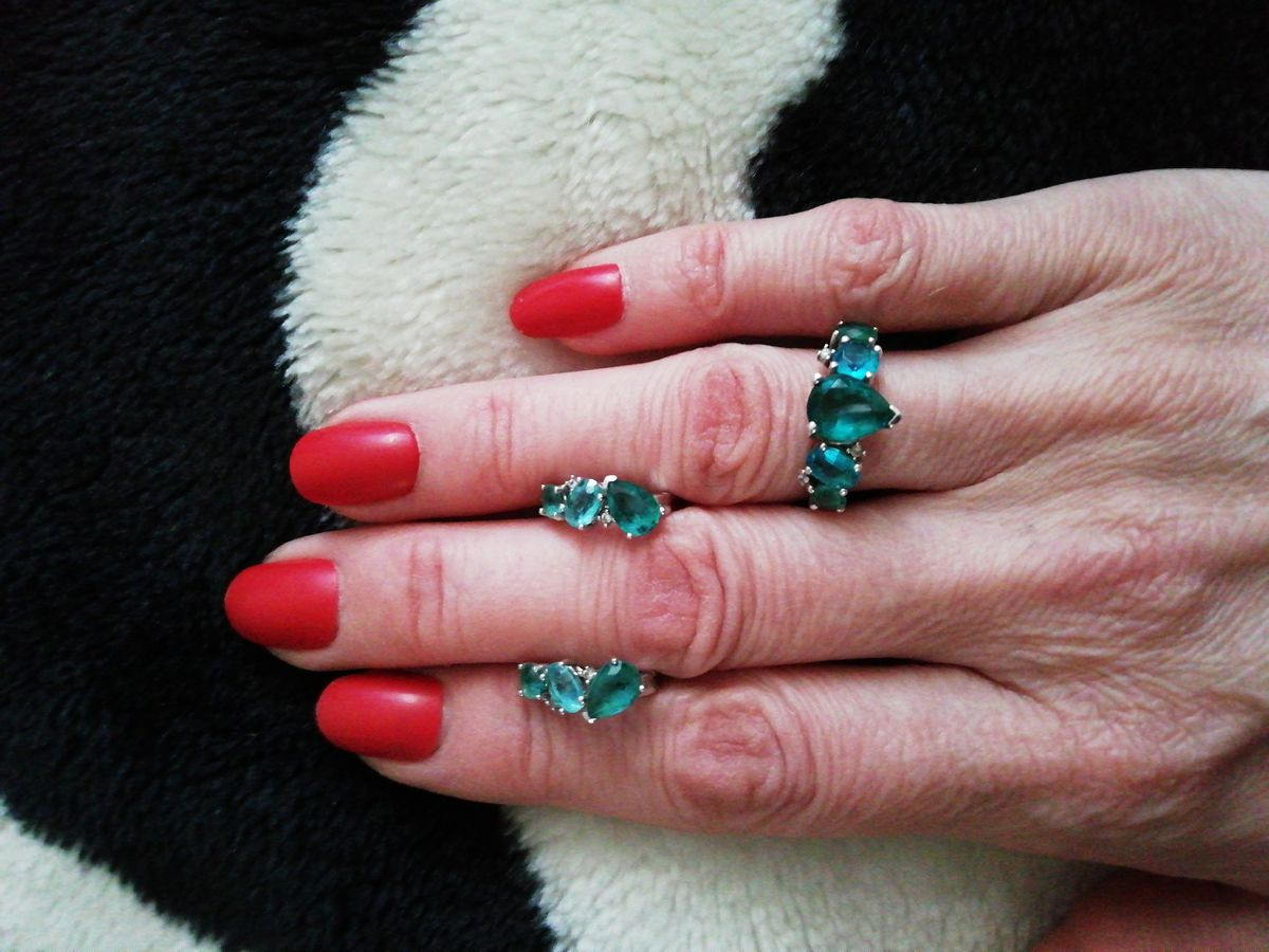 Купила комплект серьги и кольцо.