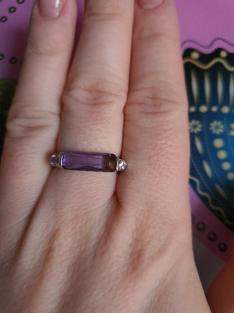 Кольцо с аметистом и 2 фианитами