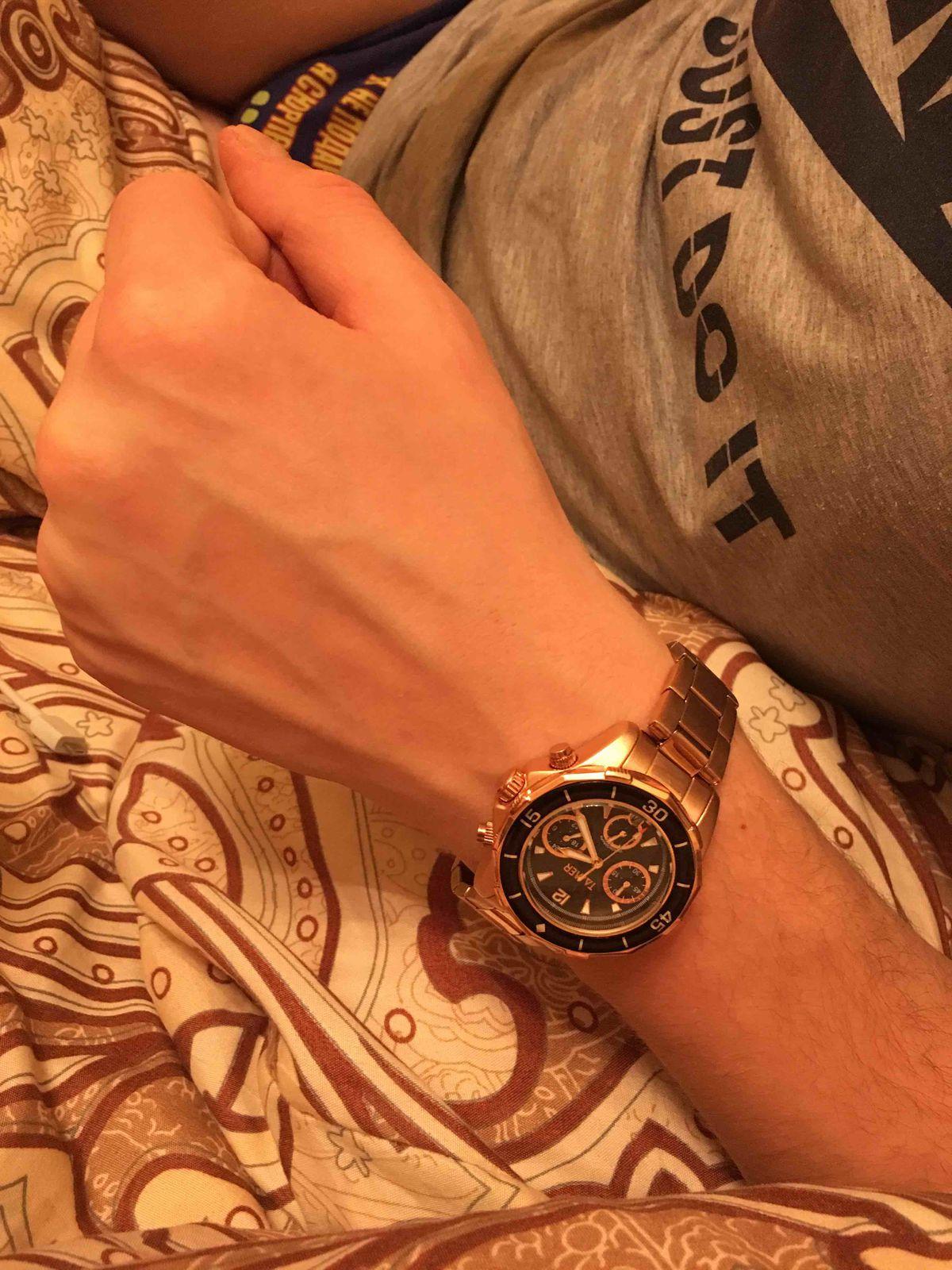 Купила часы  молодому человеку в подарок