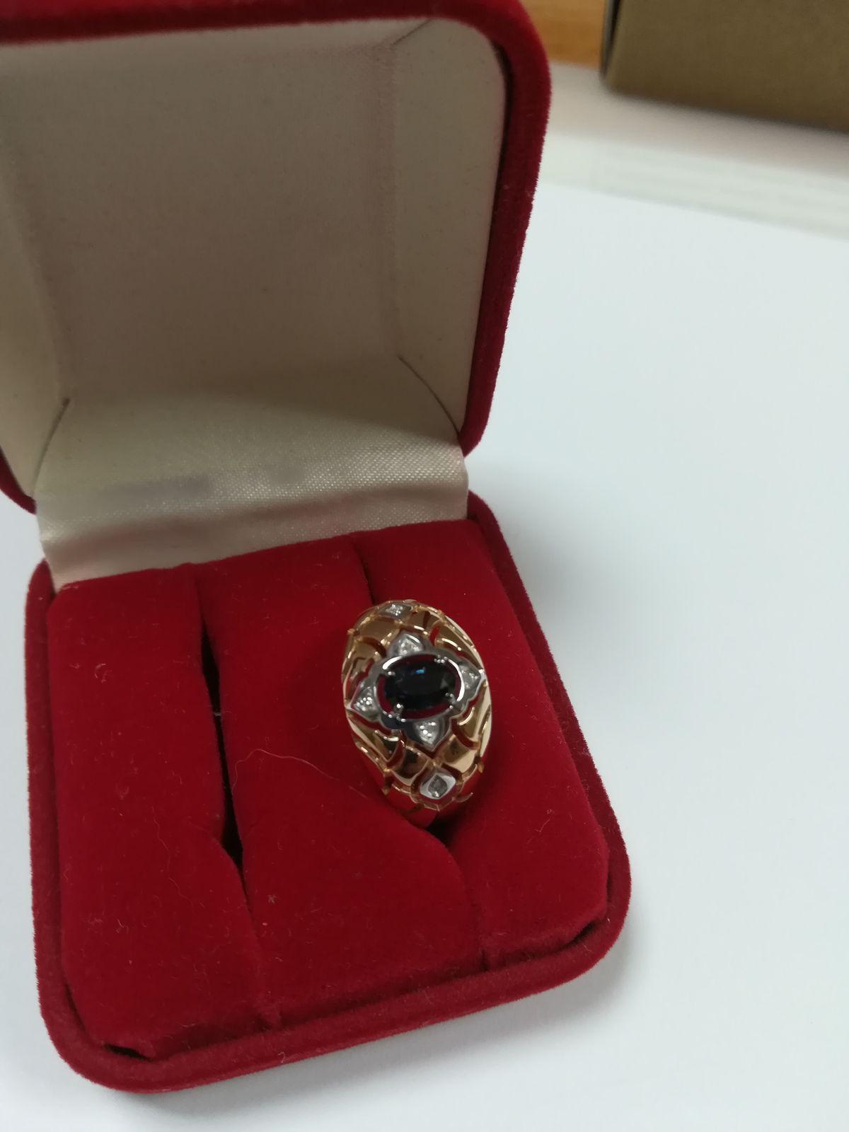 Золотое кольцо с сапфирами и бриллантами