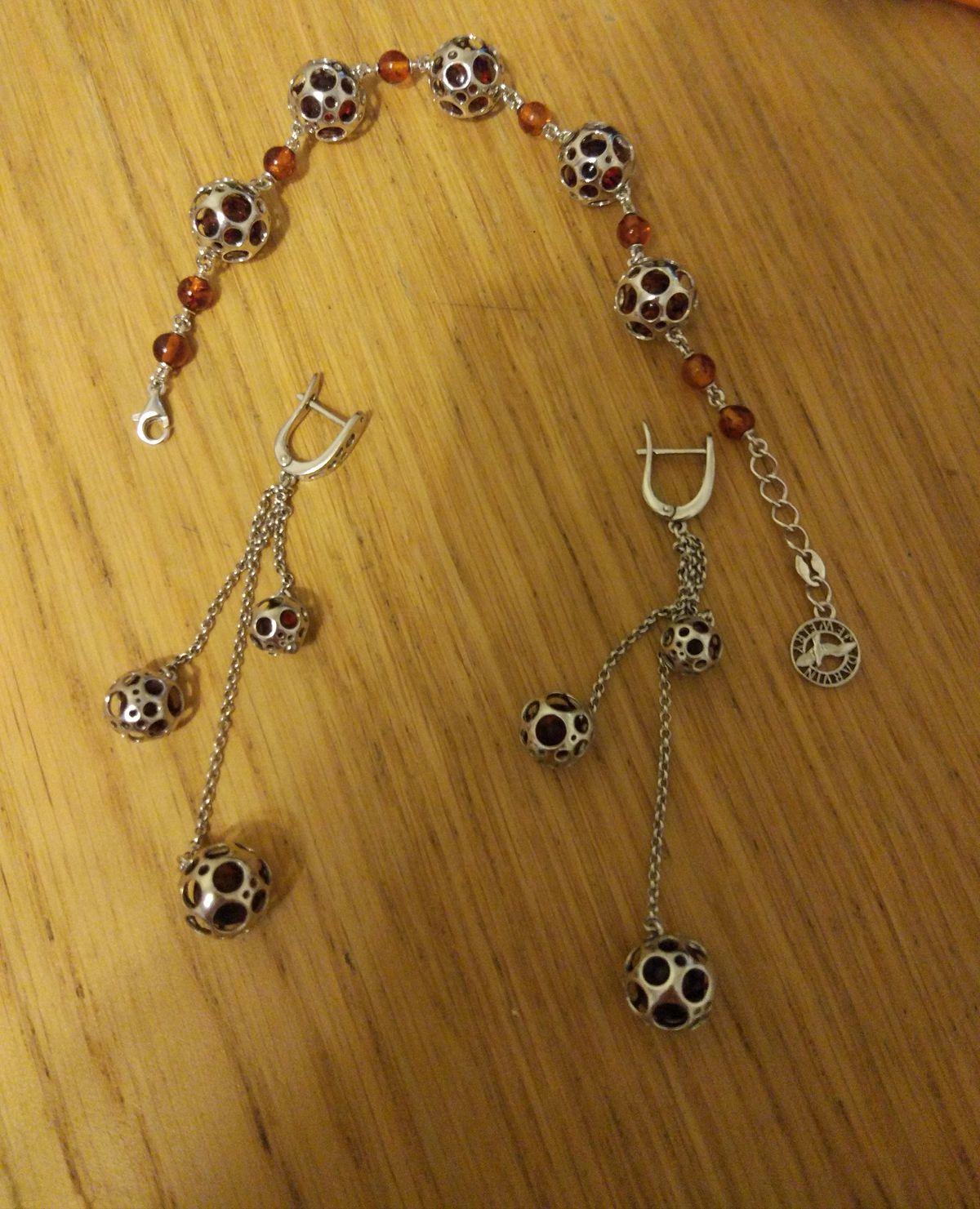 Браслет серебряный с янтарём.