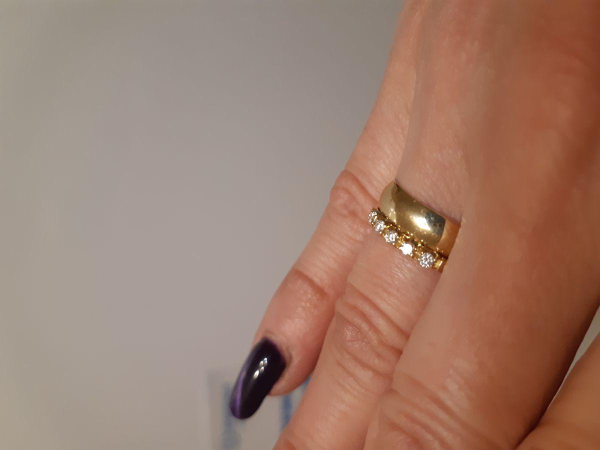 Купила колечко из жёлтого золота с бриллиантами Якутии