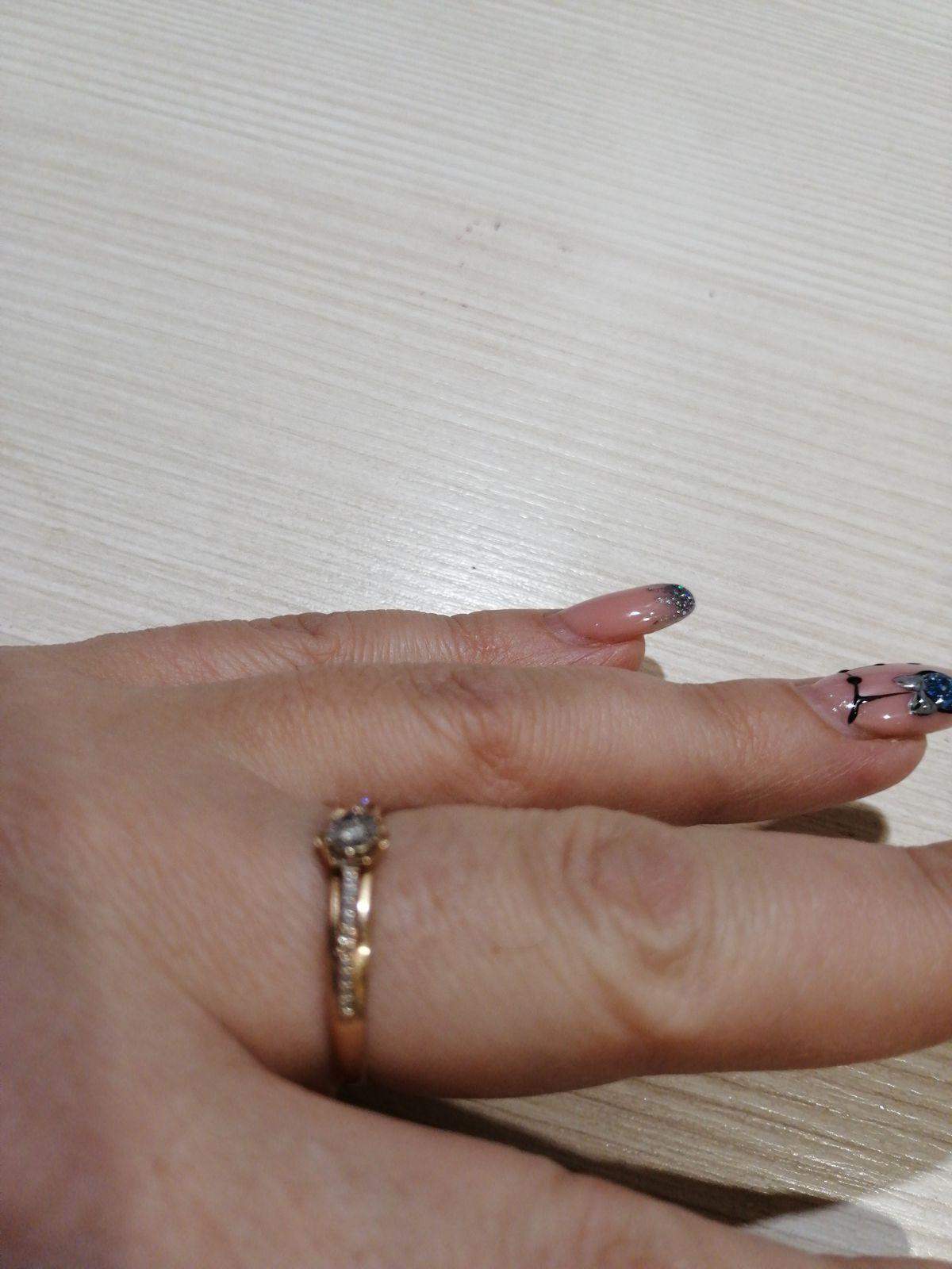 Давно мечтала о кольце с бриллиантами!
