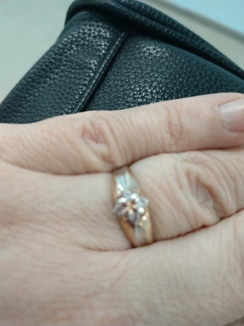 Очень красивое кольцо! От золотого не отличить, выполнено очень качественно