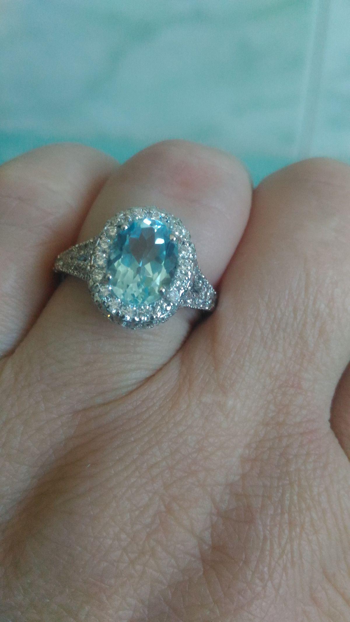 Кольцо меня очаровала, отлично смотрится, рада покупке