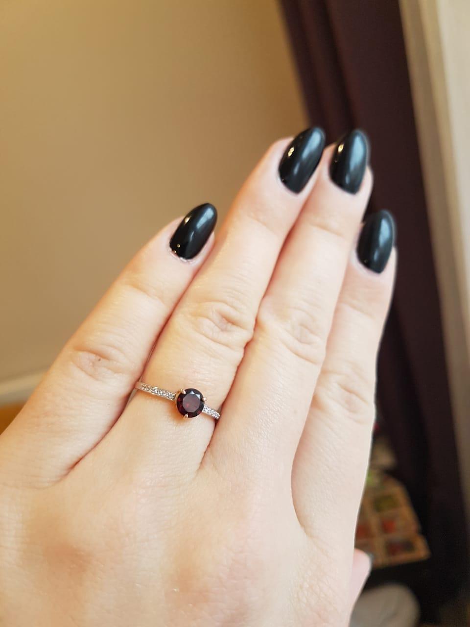 Золотое кольцо с гранатом и фианитами