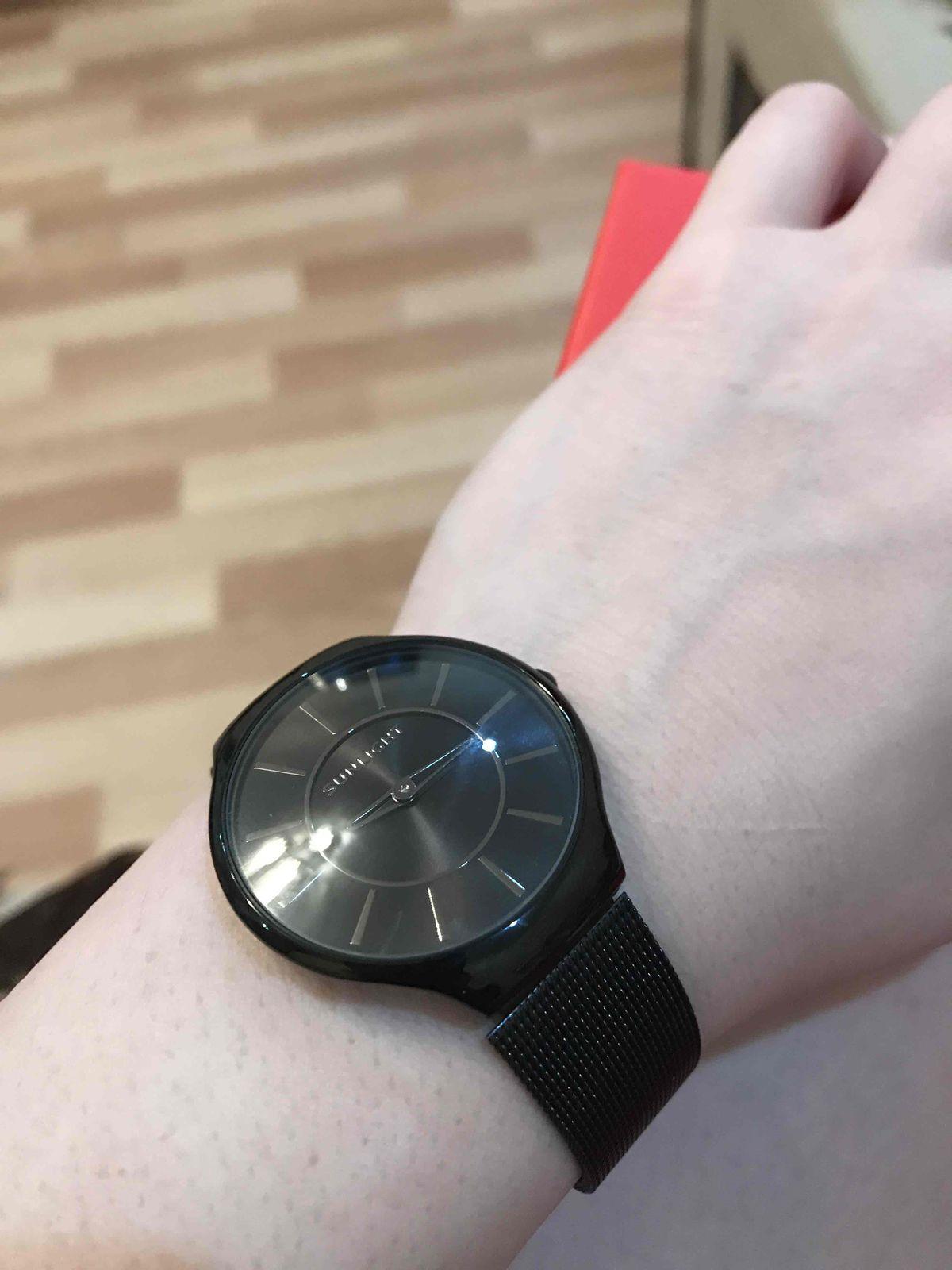 Часики черные стильные)!!