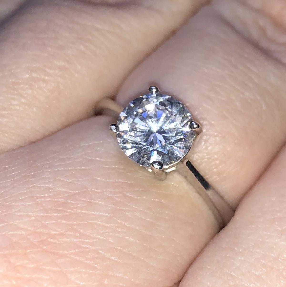 Очень красивое кольцо с фианитом