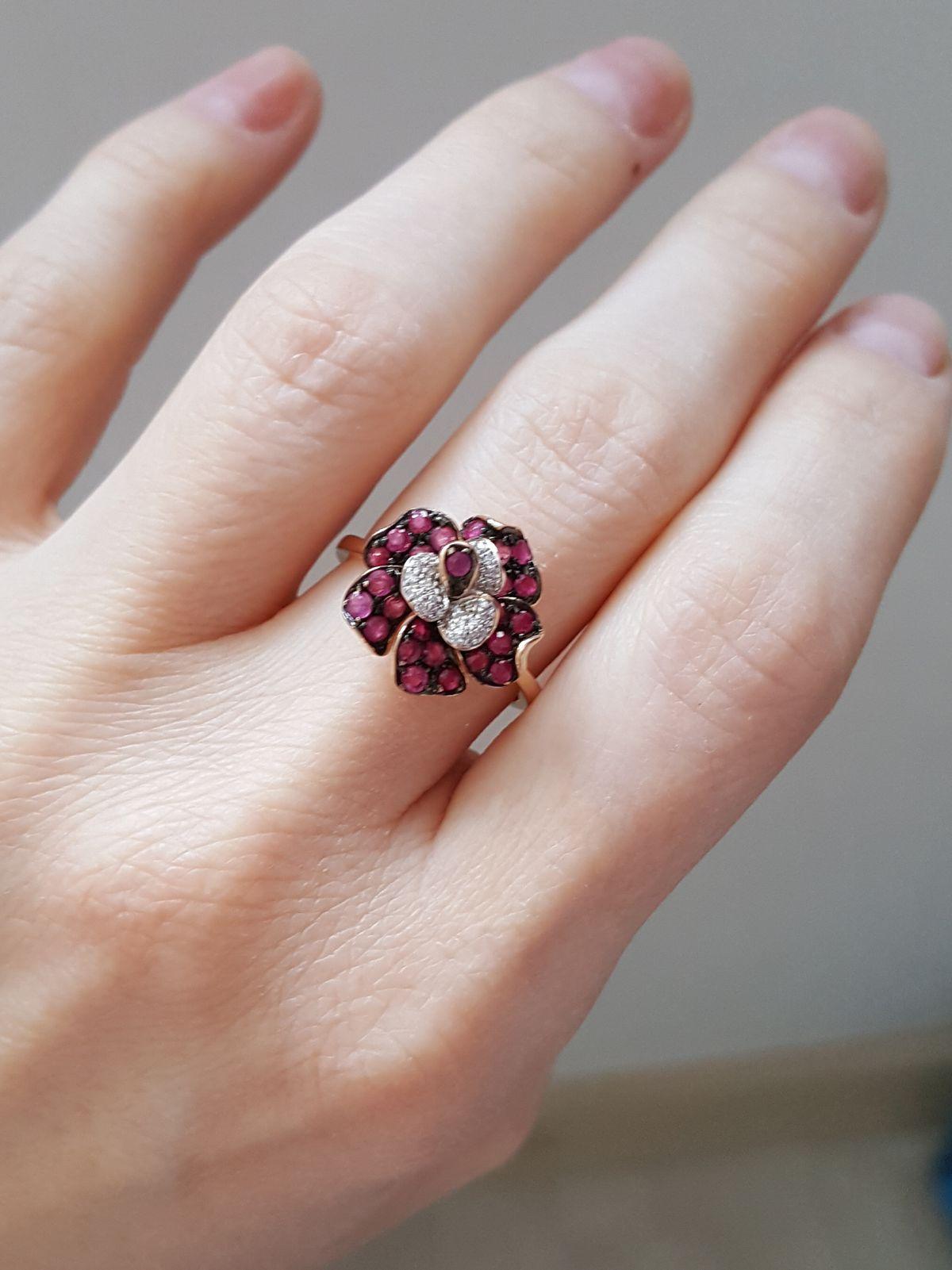 Рубиновая роза