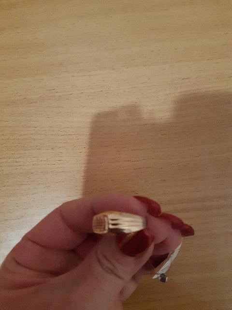 Кольцо купила мужу на 23 февраля! Отличный подарок! Выглядит богато!