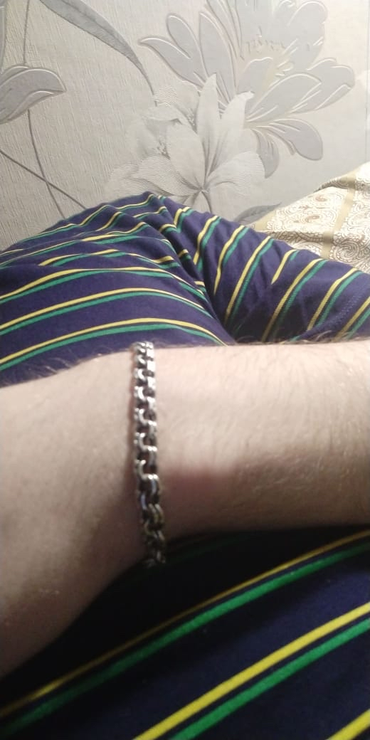 Красивый браслет