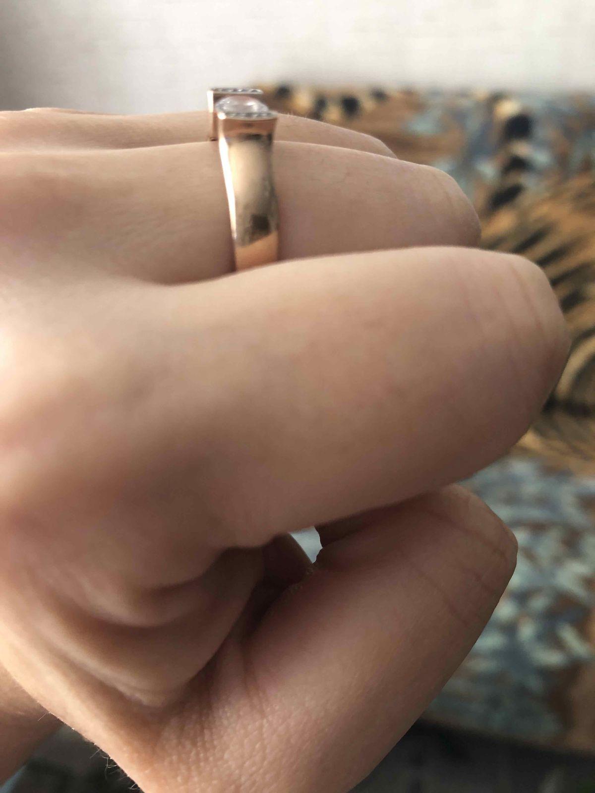 Кольцо - фианит .