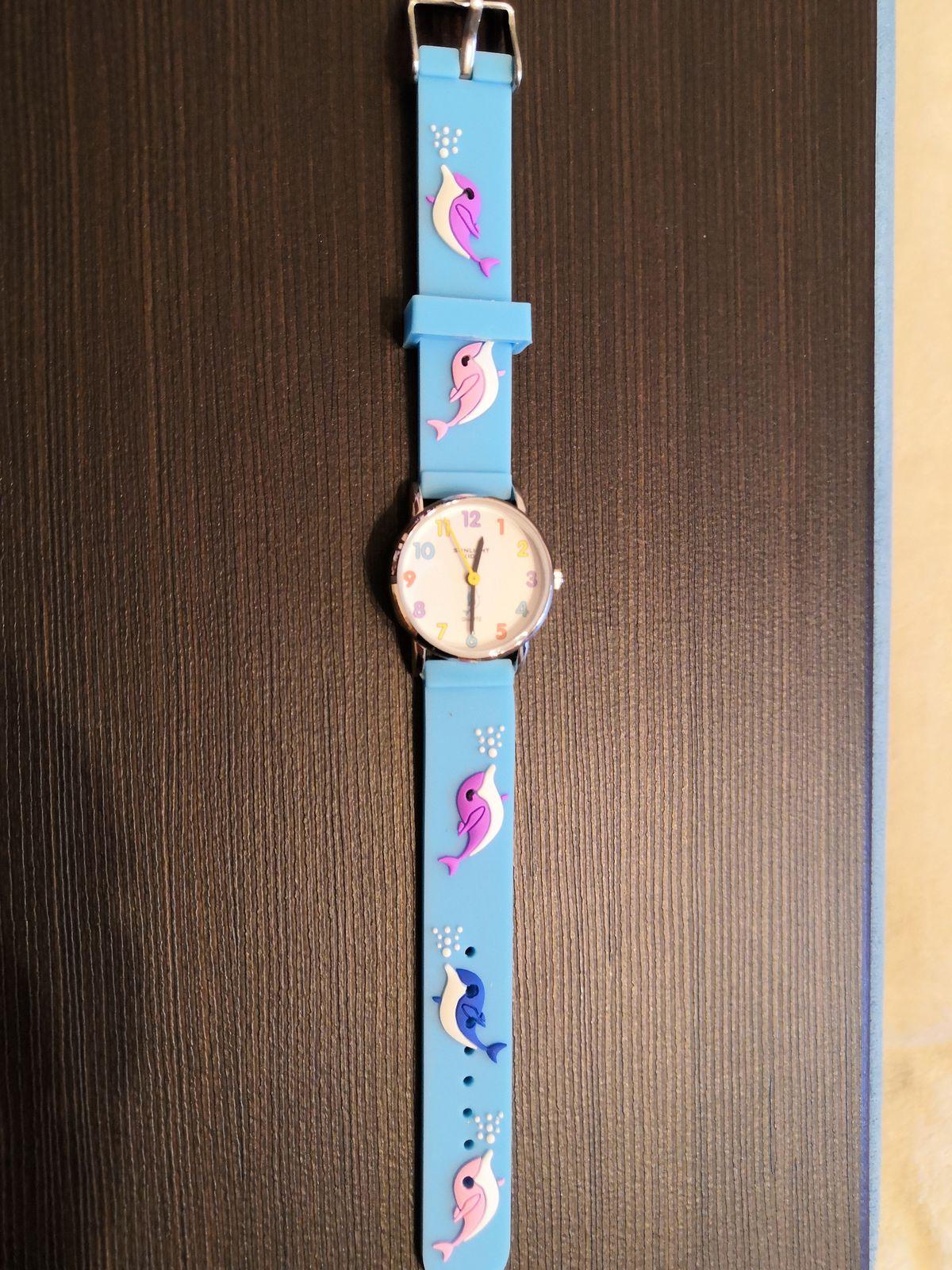 Часы с дельфинчиками