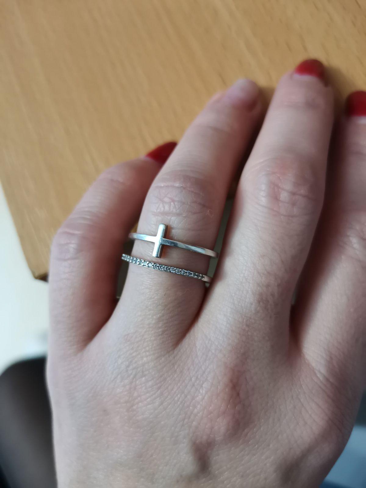 Кольцо с фианитами, серебро.