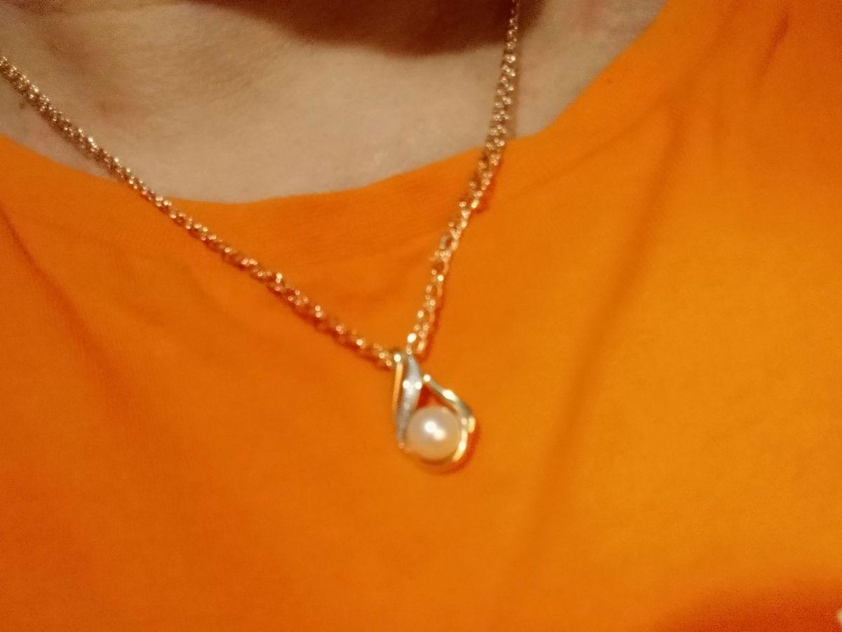 Подвеска с бриллиантами и жемчужиной.