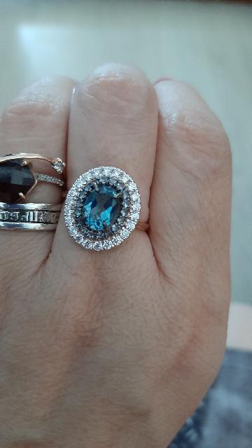 Шикарное кольцо очень красивое и блестит .давно мечтала о ней. Жду серги 🥰