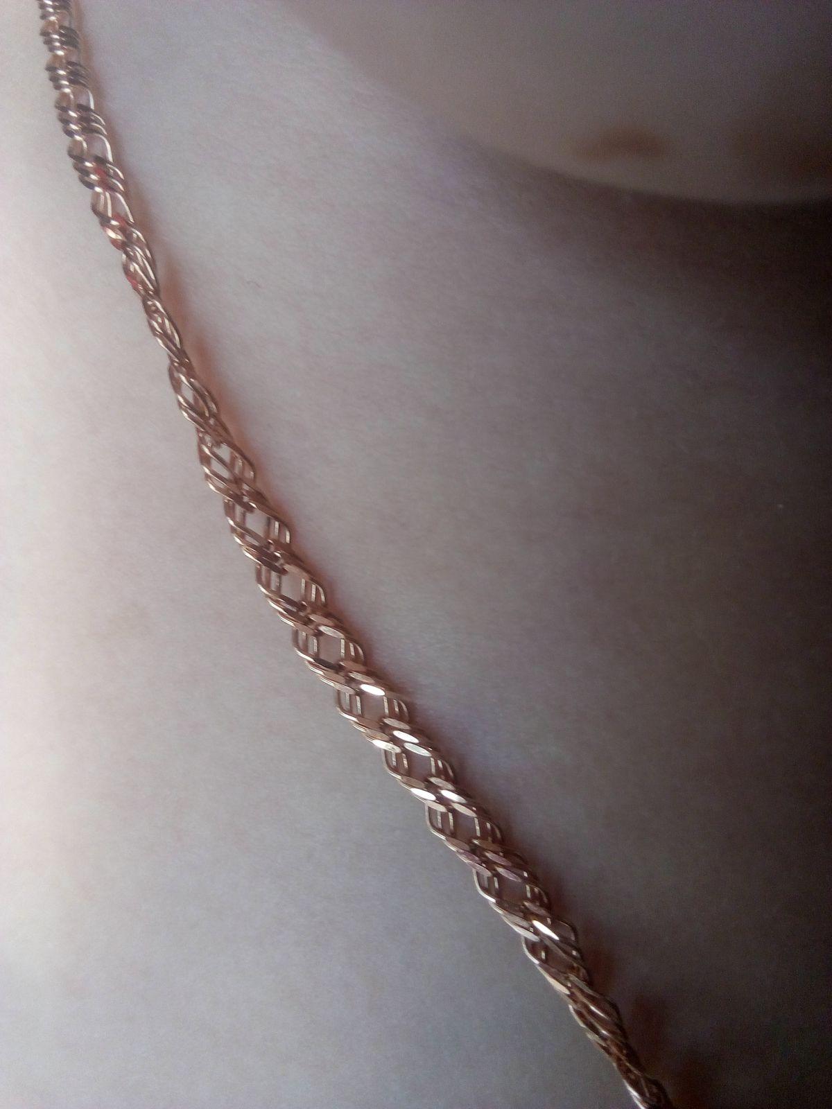 Очень красивая золотая цепь.