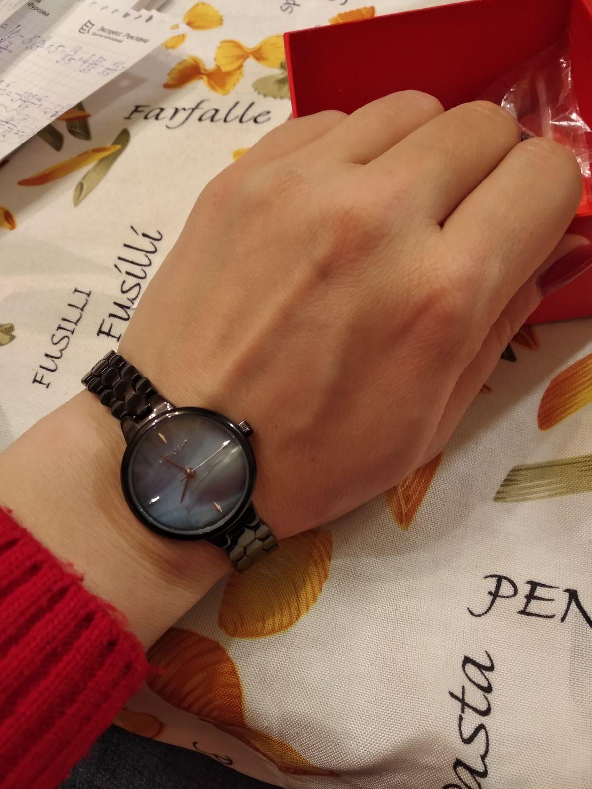 Стильные часы-браслет