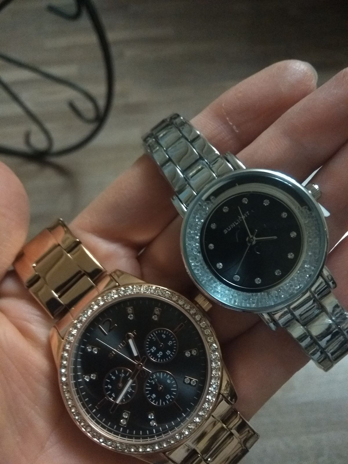 Просто часы.