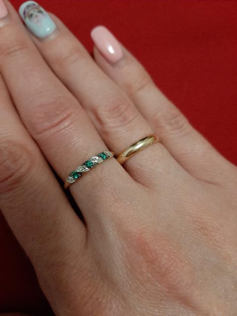 Золотое колечко с изумрудами и бриллиантами.