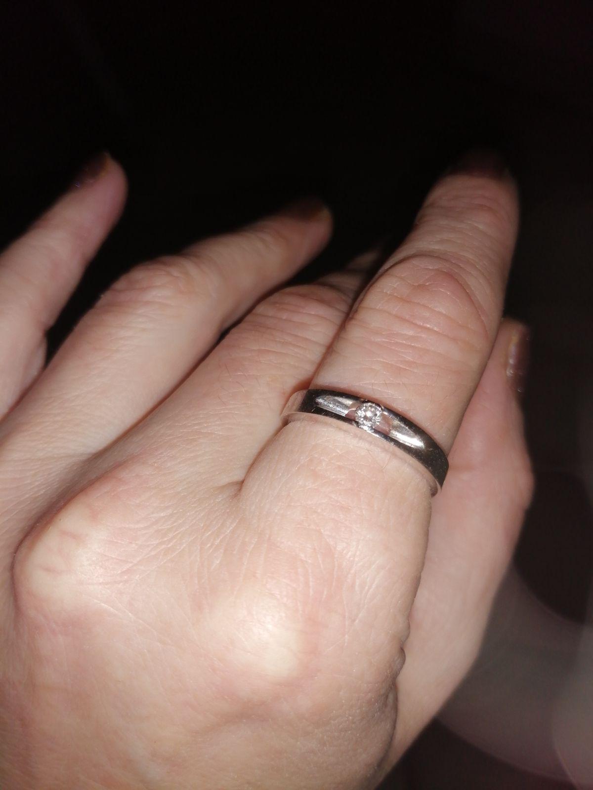 Шикарное кольцо в белом золоте.