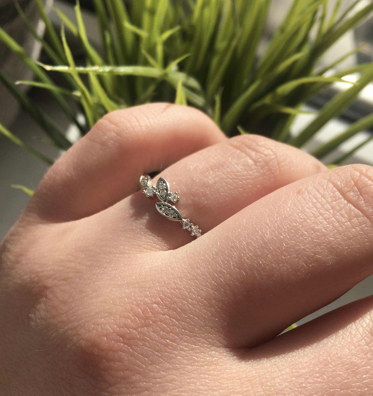 Красивое кольцо с фианитами🌸