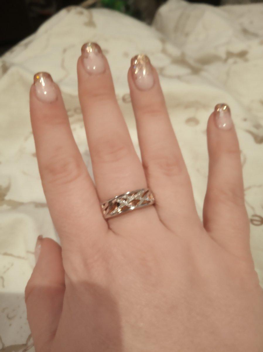 Кольцо просто класс, смотрится очень красиво, размер 21 вес 5.8